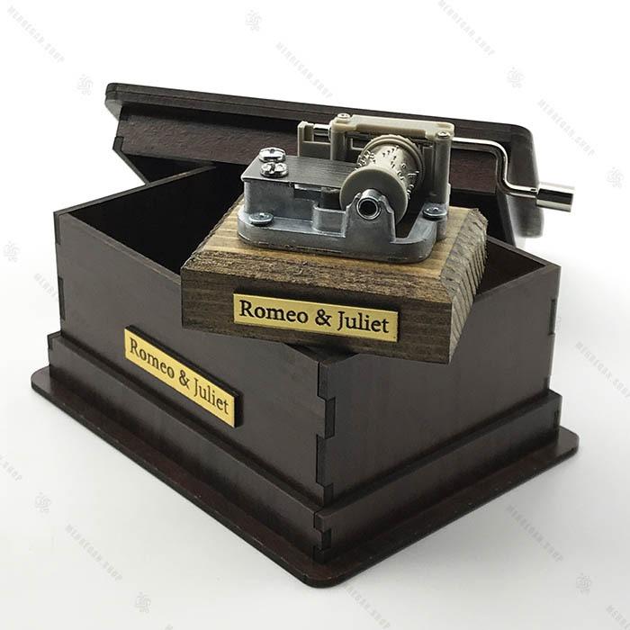 جعبه موزیکال با پایه و جعبه چوبی